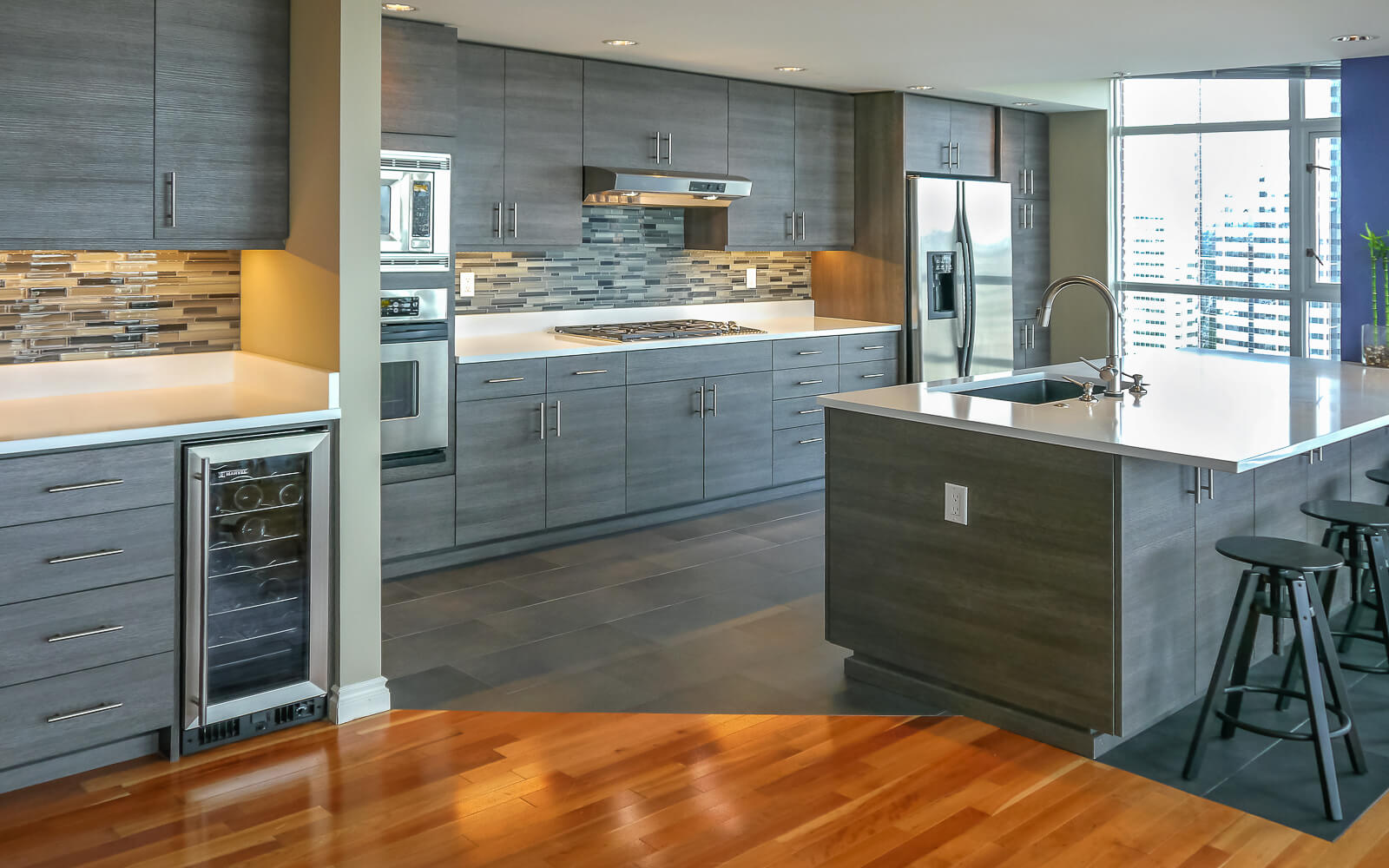 Kitchen wall kitchen cabinet wall paint oak for Renew old kitchen cabinets