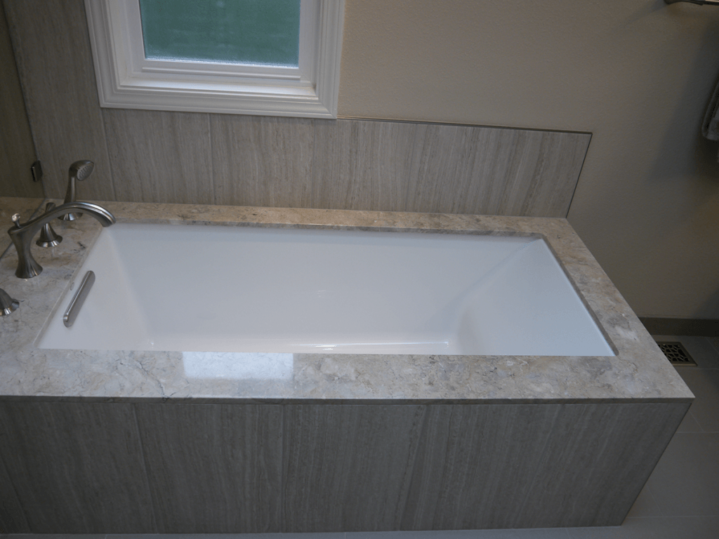 <strong>Under-Mount Tub</strong>