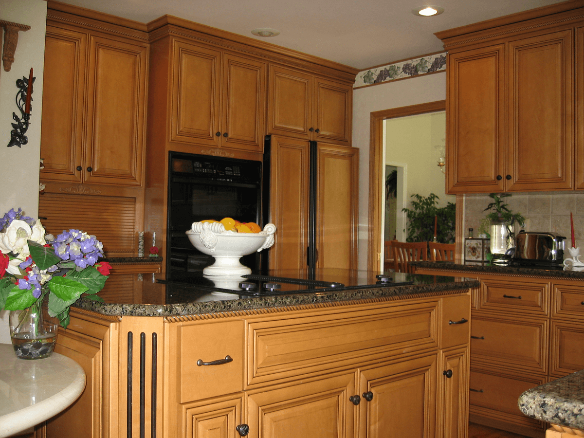 Cabinet Refacing on Backsplash With Maple Cabinets  id=54648