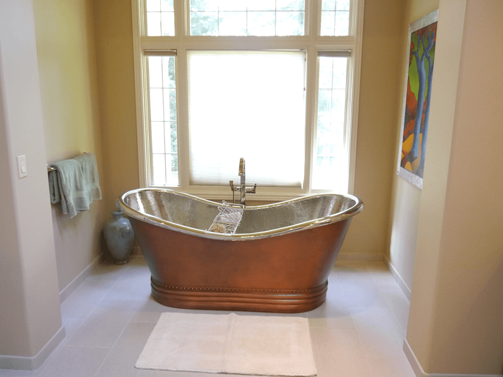 <strong>Free Standing Copper Tub</strong>