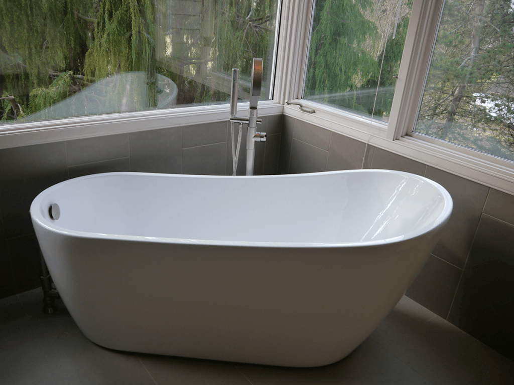 <strong>Free Standing Tub</strong>