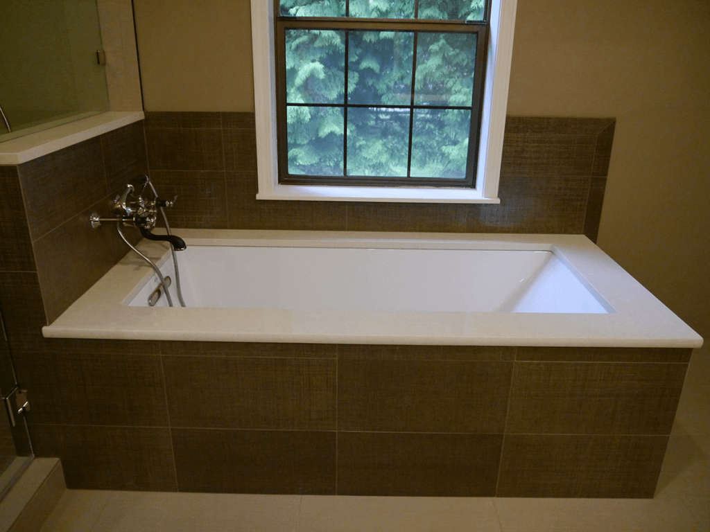 <strong>Under-Mount Tub with Wall Filler</strong>